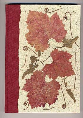 Libro dei vini in tela e carta a mano con inclusioni di fiori pressati
