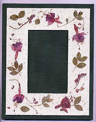 Portafoto in tela e carta a mano con inclusioni di fiori pressati