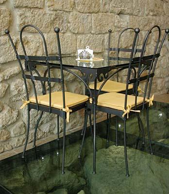 Tavolo e sedie, Volterra Web & Wine