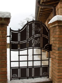 Cancello con spighe e ricci (Volterra)