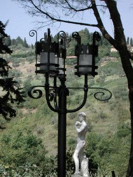 Lampione a tre lanterne. (Volterra)