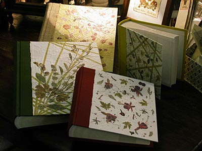 Albums  in tela e carta a mano con inclusioni di fiori pressati